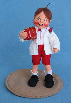 "Annalee 7"" Sweetheart Boy Holding Gift - Mint - 039196"