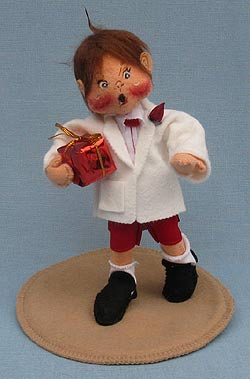 """Annalee 7"""" Sweetheart Boy Holding Gift - Mint - 039196ooh"""