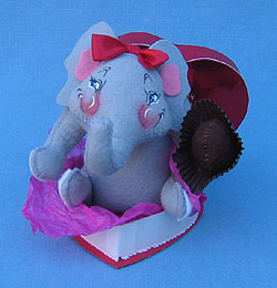 "Annalee 8"" Viola the Elephant in Her Valentine - Mint - 039299"