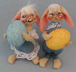 "Annalee 5"" Floppy Ear Boy & Girl Bunny with Eggs - Excellent- 0510-0505-83a"