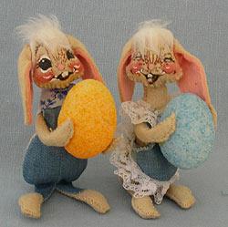 """Annalee 5"""" Floppy Ear Boy & Girl Bunny with Eggs - Excellent - 0510-0505-83oxa"""