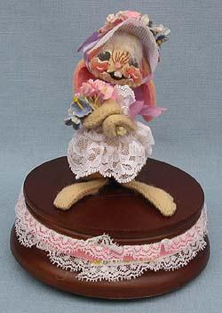"Annalee 5"" E.P. Girl Bunny on Music Box - Mint - 051583"