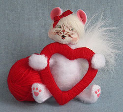 """Annalee 4"""" Valentine Kitty Cat with Ball of Yarn 2013 - Mint - 100213"""