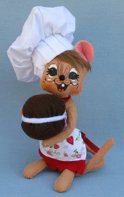 """Annalee 6"""" Girl Whoopie Pie Chef Mouse 2013 - Mint - 100913"""