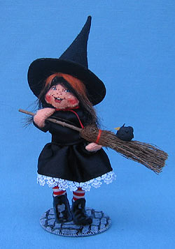 """Annalee 6"""" Witch Kid with Broom - Mint -200907"""