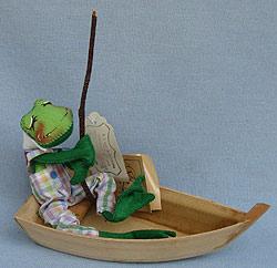 """Annalee 10"""" Frog in Boat - Excellent- 240892xa"""