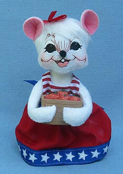 """Annalee 6"""" Patriotic Picnic Girl Mouse with Basket of Strawberries - Mint - 250512"""