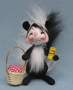 """Annalee 5"""" Picnic Skunk with Basket and Bug Repellent 2014 - Mint - 251114"""