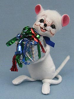 "Annalee 6"" Happy Birthday Mouse Holding Gift - 2012 - Mint - 253612"