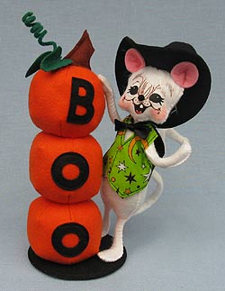 "Annalee 9"" Boo Witch Mouse with Stack of Pumpkins 2016 - Mint - 300916"