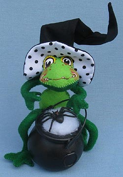 """Annalee 10"""" Polka Dot Witch Frog with Cauldron & Spider 2015 - Mint - 302115"""