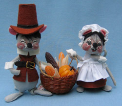 "Annalee 7"" Brown Pilgrim Mice with Basket - Mint / Near Mint - 305084"