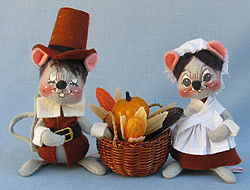 "Annalee 7"" Brown Pilgrim Mice with Basket - Mint / Near Mint - 305084xo"
