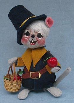 "Annalee 7"" Pilgrim Boy Mouse with Basket of Apples - Mint - 307798"