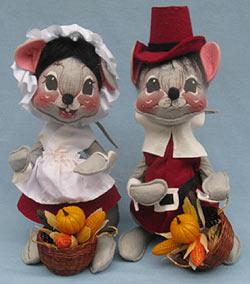"Annalee 12"" Cranberry Pilgrim Boy & Girl Mice - Excellent - 3080-3075-81c"