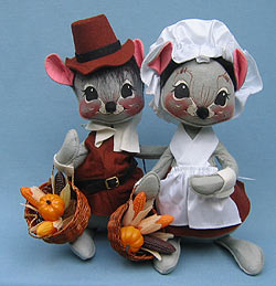 "Annalee 12"" Brown Pilgrim Boy & Girl Mice - Mint / Near Mint - 3080-3075-89"