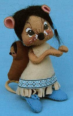 """Annalee 7"""" Indian Girl Mouse with Papoose - Excellent - 308586oxa"""
