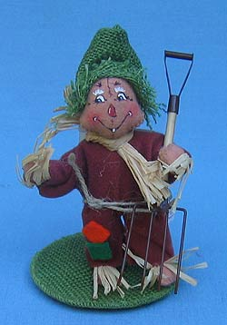 "Annalee 5"" Scarecrow Holding Pitchfork - Mint - 310402"