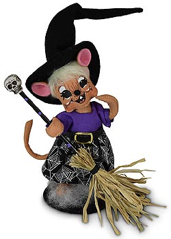 """Annalee 6"""" Witch Mouse with Broom 2020 - Mint - 311420"""