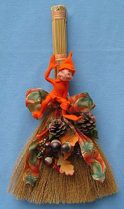 "Annalee 18"" Broom with 5"" Autumn Elf - Mint - 332001"