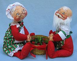 "Annalee 18"" Mr & Mrs Santa with Basket - Mint - 560085-1"