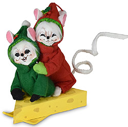 """Annalee 5"""" Snow Box Derby Mice Riding Cheese Sled 2020 - Mint - 610520"""