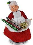 "Annalee 6"" Mrs. Workshop Santa with Gift Wrap 2020 - Mint - 410120"